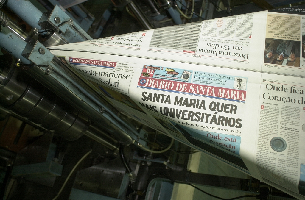 2002 - Diário de Santa Maria newspaper is released.