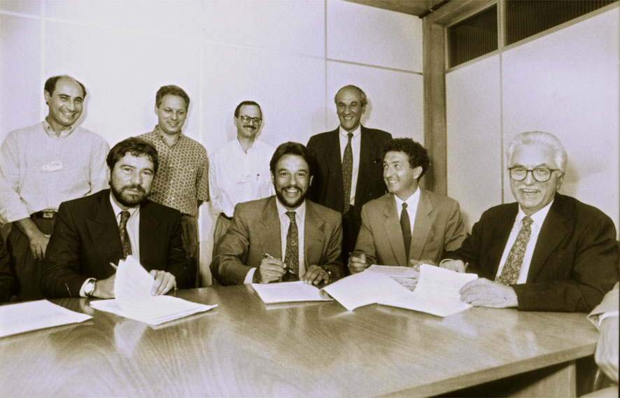 1992 - Blumenau's Jornal de Santa Catarina newspaper is acquired by RBS.