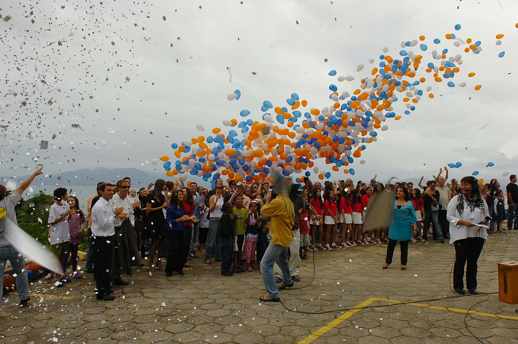2009 - Coworkers celebrate the 30 years of Grupo RBS in Santa Catarina.