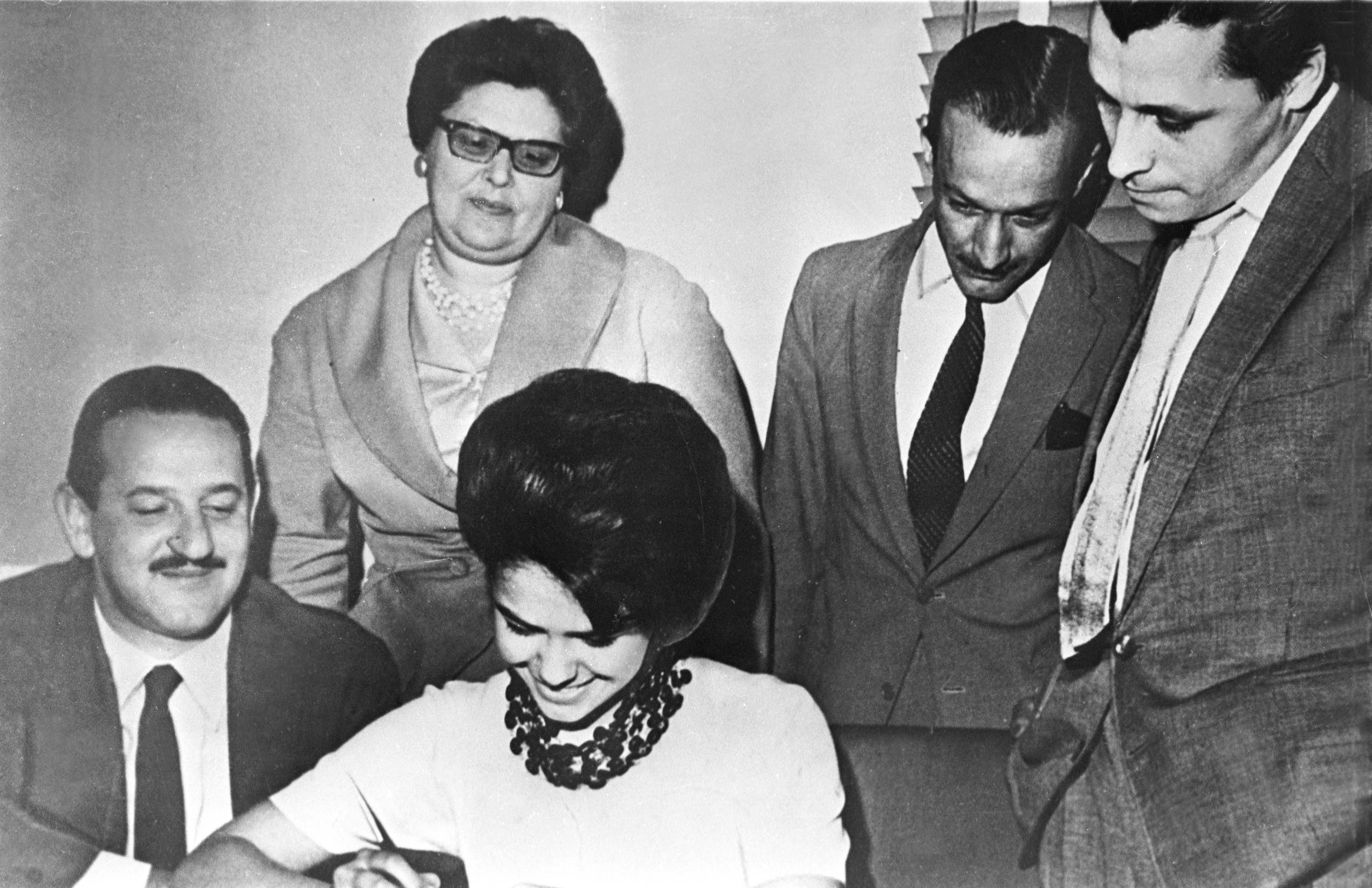 1959 - World famous singer Elis Regina, who was born in Rio Grande do Sul, signs the first employment contract of her career with Rádio Gaúcha.