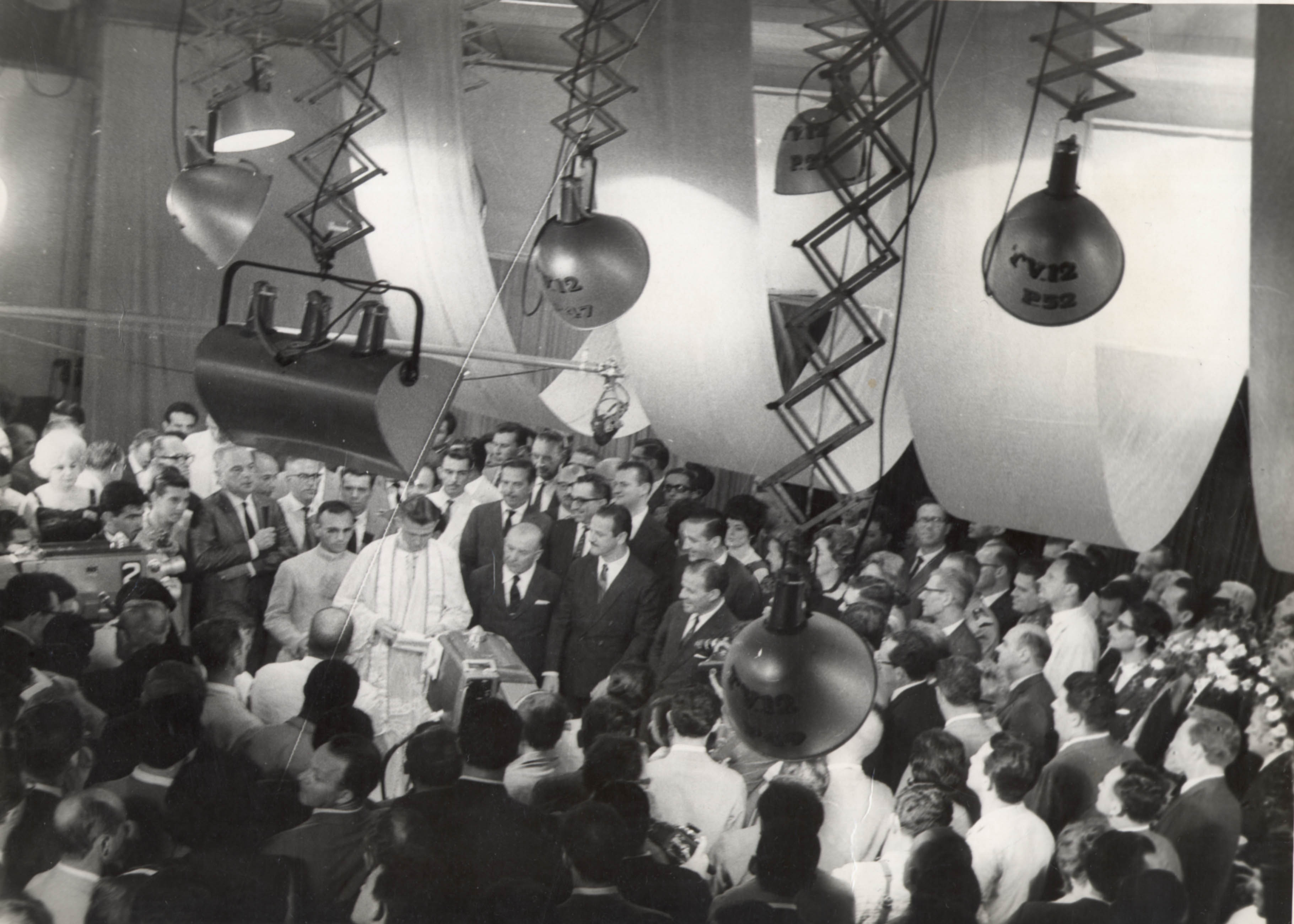 1962 - TV Gaúcha is inaugurated.