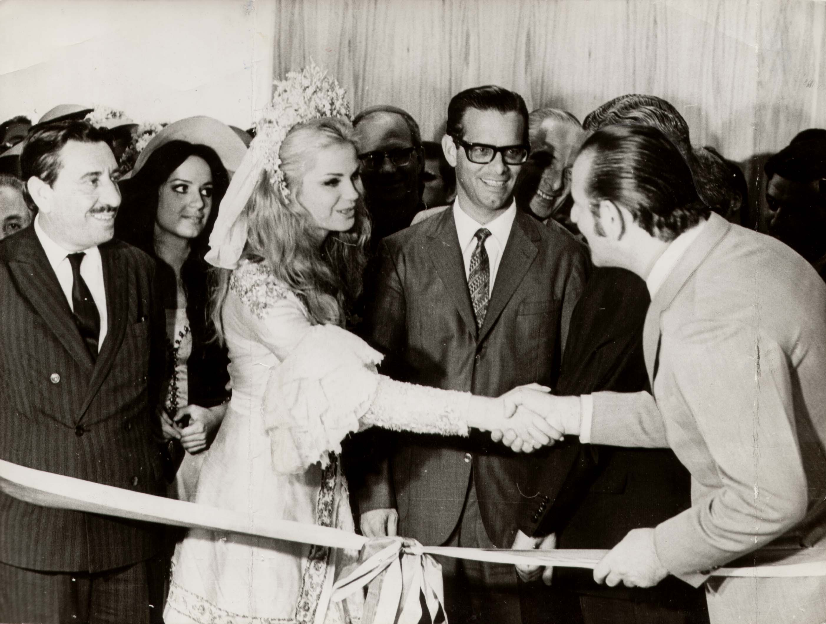 1969 - Maurício Sirostky Sobrinho salutes the queen of Caxias do Sul annual Grape Fair (Festa da Uva) in the inauguration of TV Caxias (now RBS TV Caxias).