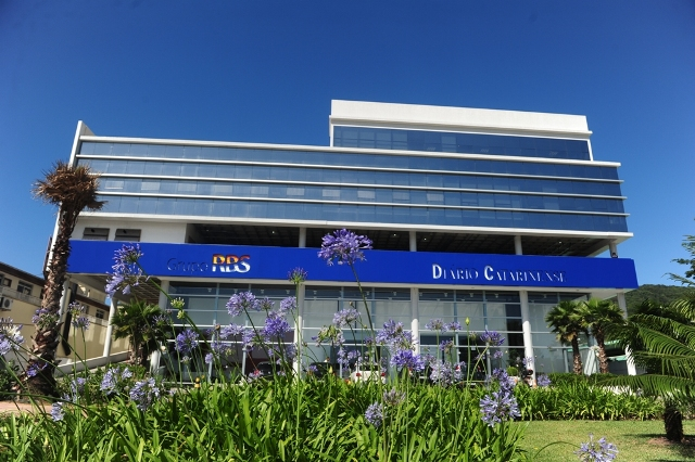 2011 - The new headquarters of Grupo RBS in Florianópolis, Santa Catarina, are inaugurated.